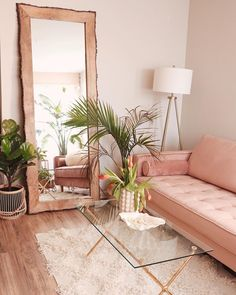 8 Contemporary spaces painted in pink you will adore this season (Daily Dream Decor) Living Room Inspo, Home Decor Accessories, Interior, Dream Decor, Cute Home Decor, Home Decor, House Interior, Apartment Decor, Bedroom Decor