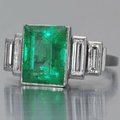 Art Deco emerald ring - My birth stone Art Deco Emerald Ring, Art Deco Ring, Emerald Jewelry, Gems Jewelry, Art Deco Jewelry, Fine Jewelry, Emerald Rings, Ruby Rings, Emerald Diamond