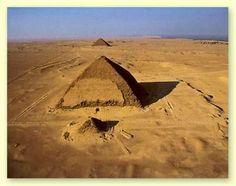 La piramide inclinada de Dahshur  #tours_en_Cairo #visita_cairo_de_port_said #excursiones_en_tierra_cairo #port_said_excursiones #piramides_guiza_de_port_said #tour_menfis http://www.maestroegypttours.com/sp/Excursiones-en-Tierra/Excursiones-del-puerto-de-Port-Said/Tours-a-Menfis-Dahshur-y-las-pir%C3%A1mides-de-Guiza-desde-Port-Said