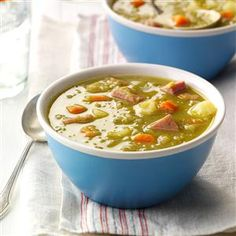 Hearty Split Pea Soup Recipe -For a different spin on traditional pea soup, try this split pea soup recipe with corned beef. The flavor is peppery rather than smoky, and a tasty change of pace. Restaurant Soup Recipe, Low Sodium Soup, Soup Recipes, Cooking Recipes, Recipies, Copycat Recipes, Amish Recipes, Chili Recipes, Ham Bone Soup