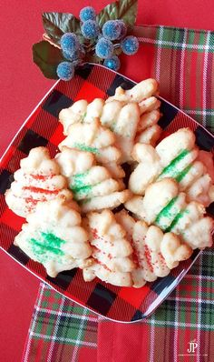 to Make Spritz Cookies with a Cookie Press - Handmade Holidays 2016 Buttery Spritz cookies recipe - the best Christmas cookies recipe!Buttery Spritz cookies recipe - the best Christmas cookies recipe! Spritz Cookie Recipe, Spritz Cookies, Cookie Recipes, Dessert Recipes, Meal Recipes, Chicken Recipes, Christmas Snacks, Christmas Cooking, Noel Christmas