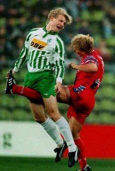 Wladimir Bestchastnykh delantero ruso del Werder Bremen 19 de Noviembre de 1994 en su enfrentamiento de liga ante el Bayer Uerdingen.