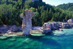 11 Secret Natural Wonders in Ontario, Canada That Aren't Niagara Falls Bruce Peninsula, Lac Huron, Beautiful Islands, Beautiful Places, Cheltenham Badlands, Tobermory Ontario, Flowerpot Island, Parcs Canada, Ontario Parks