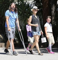 Dave Grohl Photos - Dave Grohl and Family Are Spotted out in Calabasas - Zimbio