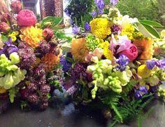 Such a vibrant wedding #weddingseason #parsleyandsage #weddingflowers