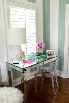 Mini desk space area! I would feel like working at my desk a lot!