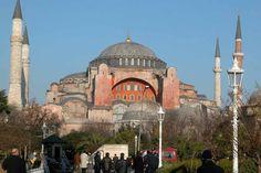 www.school.edu.ru :: Храм Св. Софии в Константинополе. 532—37. Внешний вид