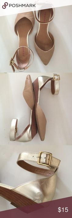 """Tesori nude & gold ankle strap shoes Casual with a bit of glam, these go with everything! Slight wedge heel (about 1""""), with a gold ankle strap. Nude toes are flawless, but the gold is scuffed a bit on each (pictured is the worse one - the other is very minor). These are 8.5W; I range from average to slightly wide, and most often I don't buy wide shoes, so I think for an average width foot these would be okay. Manmade. Smoke free home. No trades/no PayPal. Thanks for checking out my closet…"""