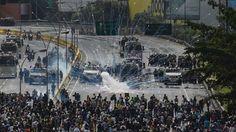 """<p>El Ministerio Público de Venezuela confirmó hoy la muerte del joven Manuel Sosa, de 33 años, en el estado de Lara (oeste del país), quien presuntamente recibió un disparo durante una manifestación este jueves. El gobernador de Lara, el opositor Henri Falcón, expresó su """"solidaridad"""" con la familia y amigos de la víctima y pidió que """"cada asesinato"""" sea """"sancionado de manera ejemplarizante"""".</p>"""