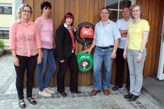 Harperscheider verfügen jetzt über eigenen Defibrillator 16. JULI 2015 HINTERLASSEN SIE EINEN KOMMENTAR Zuwendung der KSK Euskirchen machte die Anschaffung möglich – Zahlreiche Bürger ließen sich bereits in der Handhabung des neuen Geräts schulen #defibrillator #deutschland