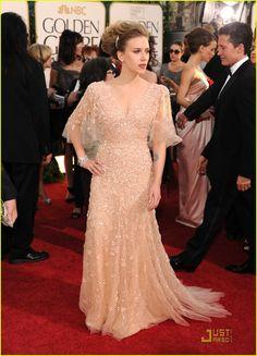 Scarlett Johansson - Golden Globes 2011 Red Carpet