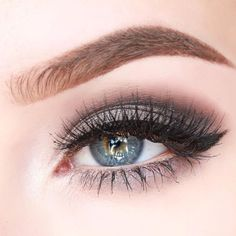 Gray eyeshadow with winged liner Plum Eyeshadow, Natural Eyeshadow, Colorful Eyeshadow, Eyeshadow Ideas, Eyeshadows, Winged Eyeliner Tutorial, Winged Liner, Eye Liner, Eye Shadow Images