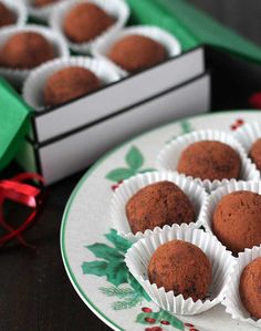 Easy to make, four-ingredient vegan Dark Chocolate Mint Truffles that are perfect for homemade holiday gift-giving or for entertaining.(Vegan, Gluten-Free, Dairy-Free) Made with Native Forest Coconut Milk! Vegan Dark Chocolate, Vegetarian Chocolate, Melting Chocolate, No Bake Desserts, Vegan Desserts, Dessert Recipes, Vegan Truffles, Chocolate Truffles, Christmas No Bake Treats