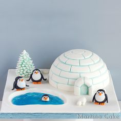 Animal Crafts For Kids, Diy For Kids, Christmas Treats, Christmas Baking, Bolo Artificial, Igloo Craft, Christmas Cake Designs, Penguin Birthday, Penguin Cakes