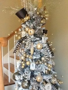 New Years Tree complete with top hat, clocks, confetti and noisemakers <3