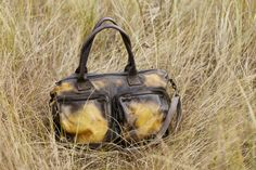 Bond Street: leather shoulder bag with detachable cross-body strap