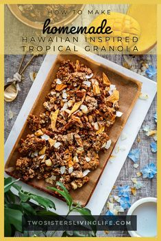 This is a healthy and delicious hawaiian inspired tropical Granola recipe with puffed spelt, puffed quinoa, rolled oats, macadamia nuts, coconut and dried pineapple and papaya. Only naturally sweetened and vegan! Breakfast Toast, Breakfast Ideas, Great Recipes, Unique Recipes, Puffed Quinoa, Dried Pineapple, Whole Grain Flour, Granola, Food Inspiration