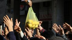 Because of the greek cuts plan the athenian pensioners and unemployed people are depended on food-donation. Greek farmers dispense their yield instead of selling. This is their way of protest.