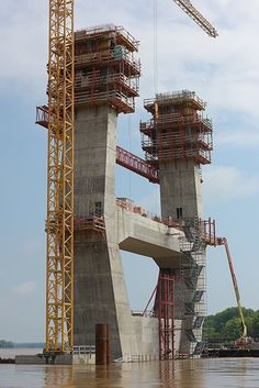 Challenging Formwork for Ohio River Bridge Civil Engineering Construction, Bridge Construction, Construction Worker, Bridge Structure, Concrete Structure, Concrete Formwork, Reinforced Concrete, Ing Civil, Eco Deco