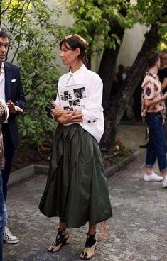On the Street…Viale Umbria, Milan (The Sartorialist) - Skirt Ideas The Sartorialist, Street Chic, Street Fashion, Street Styles, Paris Street, Modern Street Style, Nyfw Street, London Fashion, Fashion Clothes
