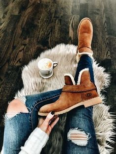 These might be some Uggs that I can get behind. First pair of Uggs that are actually cute. Ugg Boots Style, Ugg Boots Outfit, Ugg Ankle Boots, Ankle Boots Outfit Winter, Casual Boots, Fall Booties, Ugg Winter Boots, Dress Casual, Casual Outfits