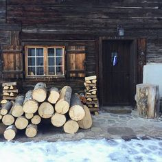Winter Cabin, Cozy Cabin, Cabana, Cabin In The Woods, Cabins And Cottages, Log Cabins, Jolie Photo, The Ranch, Log Homes