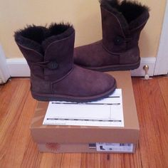 LIKE NEW - UGG Short Bailey Button W6 Choc Brown Practically new. Authentic UGG Short Bailey Button Woman's size 6 Chocolate Brown. I paid $165 and only wore 1x. Just don't like this style on me. No trades, but you can get a like-new pair for less than store price!! Asking $135 REDUCED $125 UGG Shoes