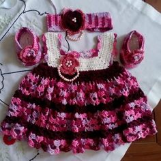 Crochet baby set Yarn: ICT Tulip Gold no 4