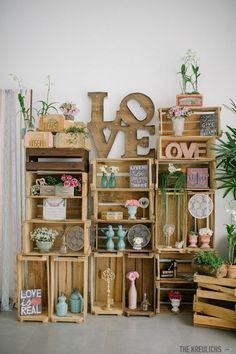 Olha que maneira incrível de reaproveitar aqueles caixotes da feira! :O Veja mais em: www.eugosto.de: