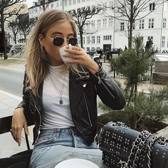 17 stylish leather jacket outfits you should try - outfits/style - Jackets Trend Fashion, Look Fashion, 90s Fashion, Autumn Fashion, Runway Fashion, Fashion Outfits, Womens Fashion, Fashion Bags, Fashion Eyewear