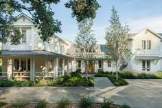 Farmhouse. Farmhouse Exterior Ideas. #Farmhouse #HomeExterior Moller Architecture, Inc.