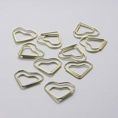 Cross Symbol, Wire Jewelry Designs, Decorative Paper, Paper Hearts, Sewing Projects For Beginners, Favor Bags, Heart Of Gold, Paper Clip, Paper Decorations