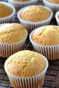 Muffiny jogurtowe zdjęcie Sweet Recipes, Cake Recipes, Polish Recipes, Filipino Recipes, Nutella, Muffins, Food And Drink, Sweets, Baking