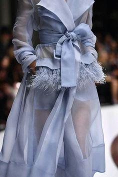 haute couture fashion Archives - Best Fashion Tips Fashion Details, Look Fashion, Runway Fashion, High Fashion, Fashion Show, Womens Fashion, Fashion Tips, Fashion Design, Fashion Trends