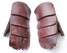 Heavy-duty swordfighting gloves - fighgear Fighting Gloves, Fencing Gear, Viking Costume, Sword Fight, Samurai Armor, Leather Armor, Medieval Armor, Armors, Mandalorian