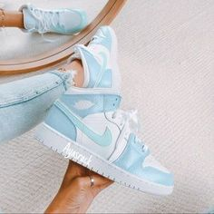Dr Shoes, All Nike Shoes, Nike Shoes Air Force, Hype Shoes, Sock Shoes, Jordan Shoes Girls, Girls Shoes, Cute Sneakers, Sneakers Nike