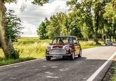 https://flic.kr/p/VEJa4L   ROVER Mini MKVI 1992   5. Eisenberger Stadtrallye  Mini ist die Bezeichnung eines Pkw-Modells, das ursprünglich von Sommer 1959 bis Herbst 2000 von der British Motor Corporation (BMC), dem Zusammenschluss der Austin Motor Company mit der Morris Motor Company, bzw. den durch weitere Zusammenschlüsse entstandenen Nachfolgefirmen British Leyland und Rover sowie von Lizenzpartnern (wie zum Beispiel Innocenti (Italien), Authi (Spanien) und IMA (Portugal)) gebaut wurde…
