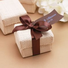 Give your wedding favors a sophisticated, eco-friendly flair by translating this simple Organic Natural Favor Boxes into a fabulous favor packaging, tie a bow using our satin ribbons and add your personalize touch using our hang tags. Choose from our wide Country Wedding Favors, Beach Wedding Favors, Wedding Shower Favors, Weeding Favors, Bamboo Box, Natural Weave, Wedding Gift Boxes, Diy Gift Box, Festa Party