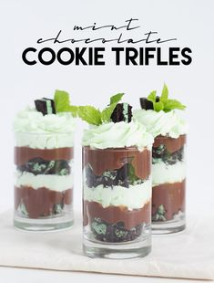 Easy Mint Chocolate Cookie Trifles - Cookie Dough and Oven Mitt Mini Desserts, Shot Glass Desserts, Layered Desserts, Trifle Desserts, Bite Size Desserts, Easy Desserts, Green Desserts, Small Desserts, Dessert Simple