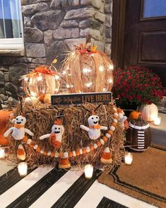 20+ Fall Porch Decorating Ideas That Have Us Bewitched Halloween Eve, Porch Decorating, Decorating Ideas, Decor Ideas, Fall Harvest, Autumn, Little Monsters, Flower Frame, Fall Wreaths
