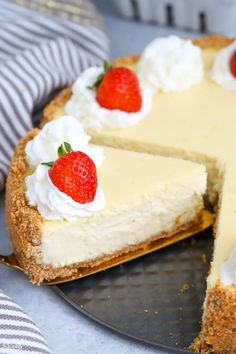 A lighter cheesecake made with a combination of Greek yogurt and cream cheese in a graham cracker crust. Cream Cheese Cheesecake, Plain Cheesecake, Cream Cheese Desserts, No Cook Desserts, Cheesecake Recipes, Delicious Desserts, Dessert Recipes, Awesome Desserts, Oreo Cheesecake