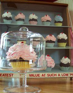 Love this cupcake display