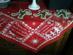 Swedish Christmas tablecloth with pepparkakor men.