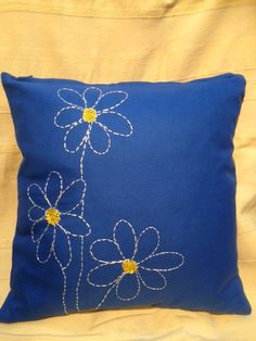 Embroidered flowers by hand! Cushion Embroidery, Hand Embroidery Flowers, Flower Embroidery Designs, Embroidered Cushions, Simple Embroidery, Hand Embroidery Stitches, Embroidery Patterns, Embroidered Flowers, Sewing Pillows