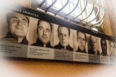 Hóspedes ilustres da prisão de Alcatraz, São Francisco, Califórnia, Janeiro 2013 Famous guests at Alcatraz @Alcatrazprison #alcatrazprisonisland #alcatrazprison #gangsters #famousgangsters Alyssa Edwards, Jamie Bell, Steve Carell, Joan Jett, Judy Garland, Debbie Harry, Rupaul, Touring, Musica Country