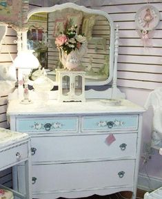 Love the vintage feel of this dresser