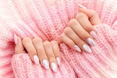 Female hands manicure close up view on pink knitted sweater background. Nail painting effects. Salon Business Cards, Nail Forms, Round Nails, One And Other, Nail Artist, How To Look Pretty, Beauty Makeup, Salons, Concept