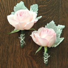 Peach Garden Rose Boutonniere matching light pink rose and baby's breath. | wedding inspiration