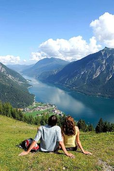 Blick auf den Achensee mit Pertisau wurde in Österreich aufgenommen und hat folgende Stichwörter: Tirol, achensee.