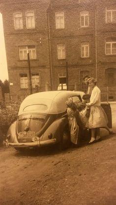 Very nice period photo of Volkswagen in convertible. Volkswagen Models, Car Volkswagen, Vw Bus, Vw Camper, Vw Vintage, Vintage Porsche, Vintage Images, My Dream Car, Dream Cars